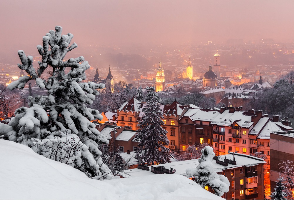 """Результат пошуку зображень за запитом львов зимой ратуша"""""""