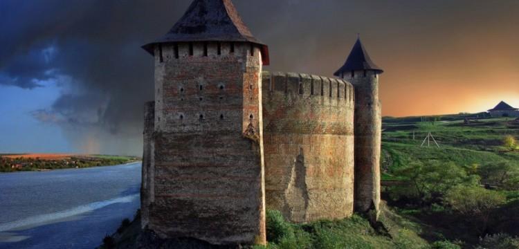 Замки України в які їздить весь світ
